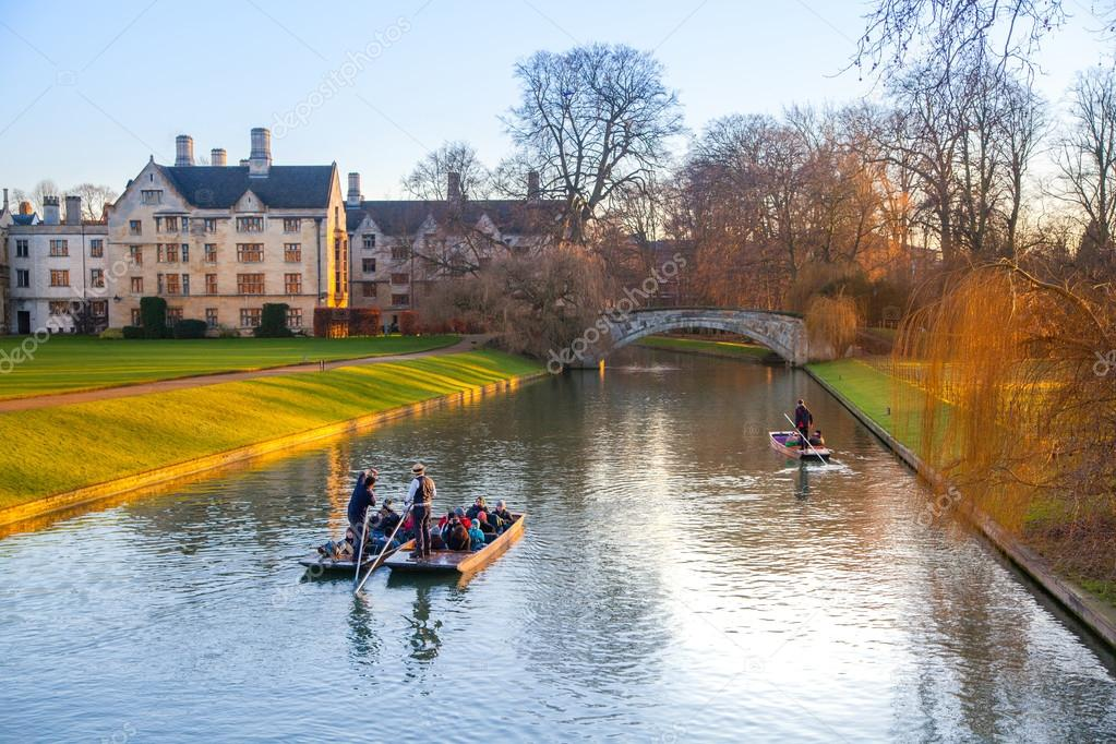 CAMBRIDGE, UK - JANUARY 18, 2015: River Cam and tourist's boat