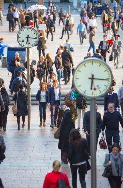 London, People walking on the street