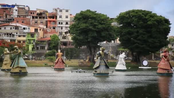 Salvador, bahia, brazil - 2020. december 4.: Orxiák szobra, a kandinábilis régió szent entitása látható a salvadori Dique de Tororo vizein.
