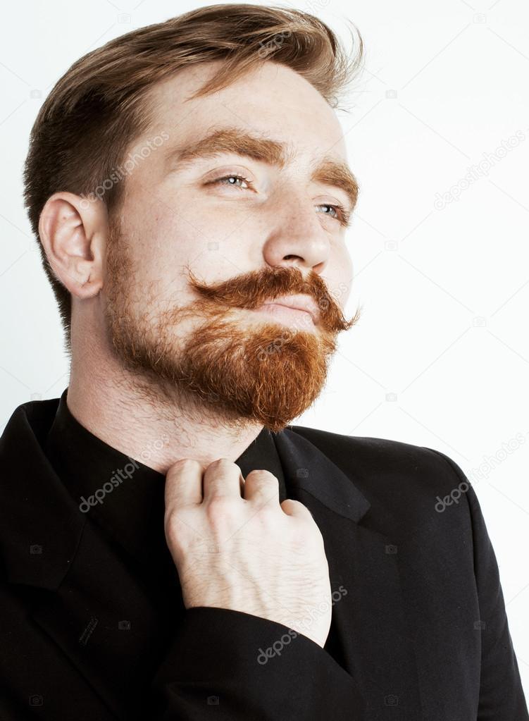 homme jeune cheveux roux avec la barbe et la moustache en costume noir sur fond blanc. Black Bedroom Furniture Sets. Home Design Ideas