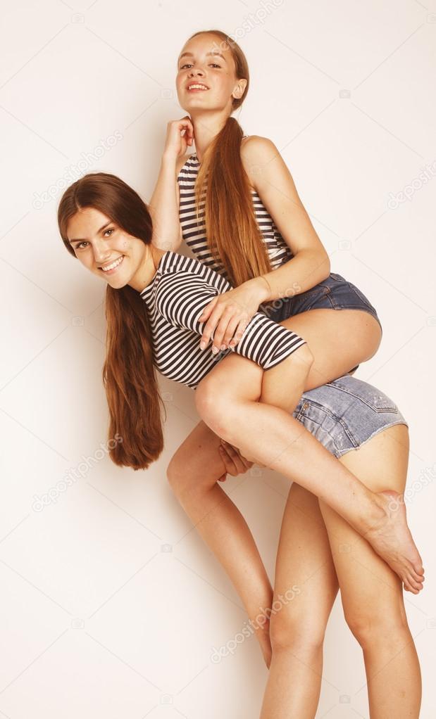 dívky šíří obrázky nohou