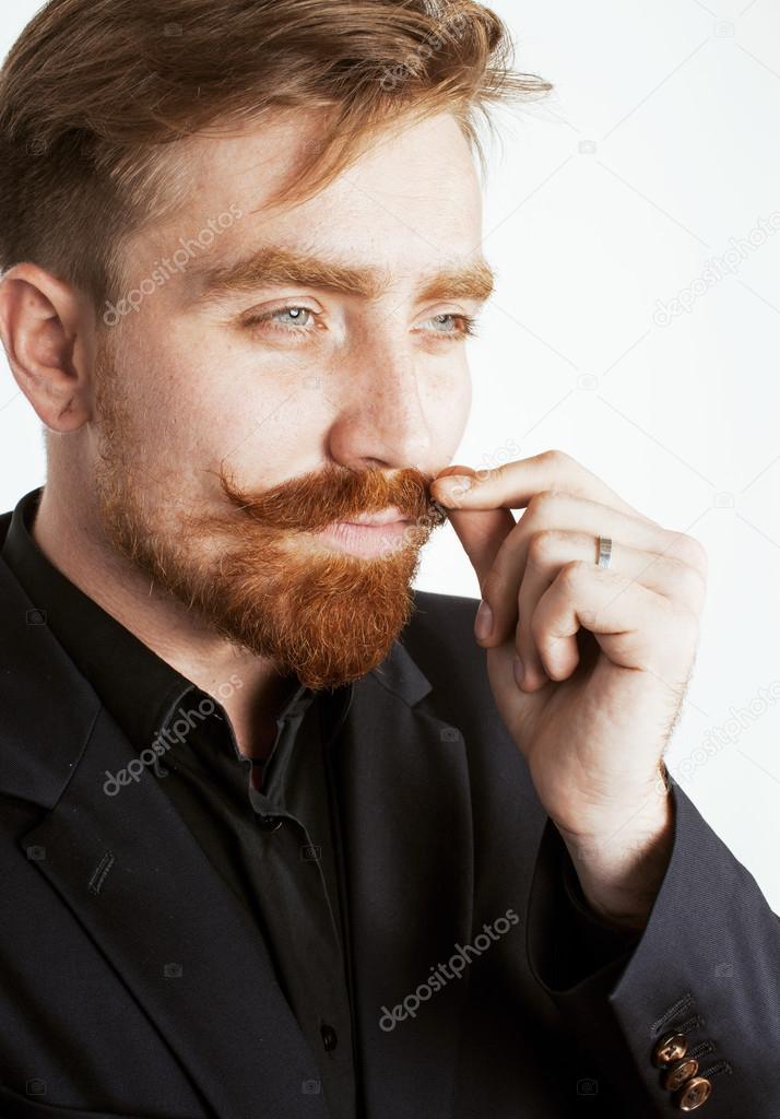 Uomo con capelli rossi
