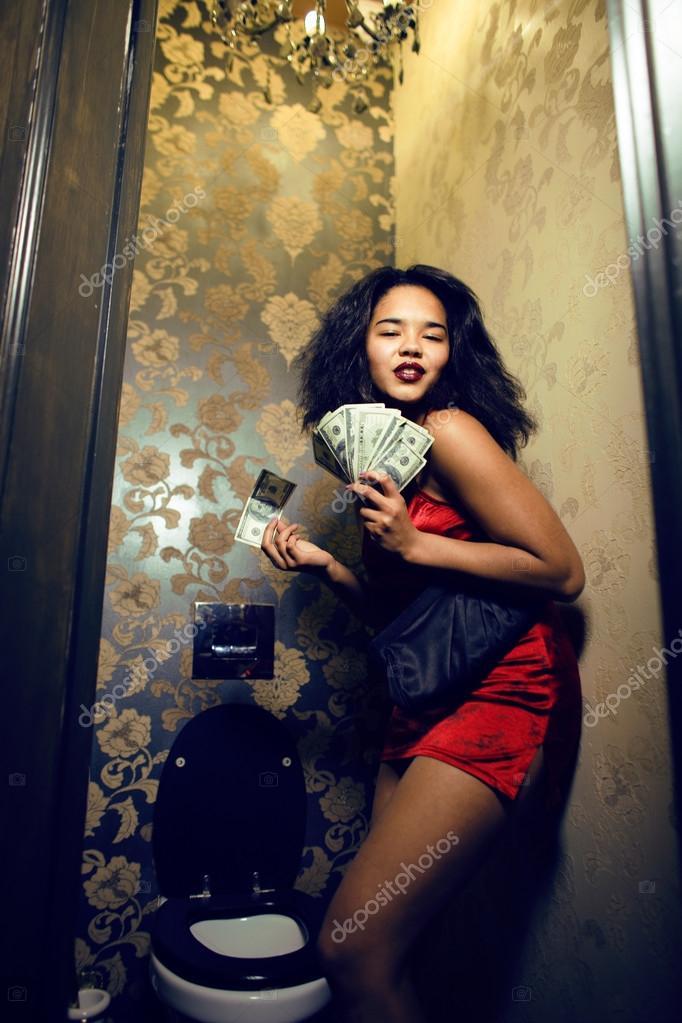 s-prostitutkoy-v-tualete-styuart-littl-porno
