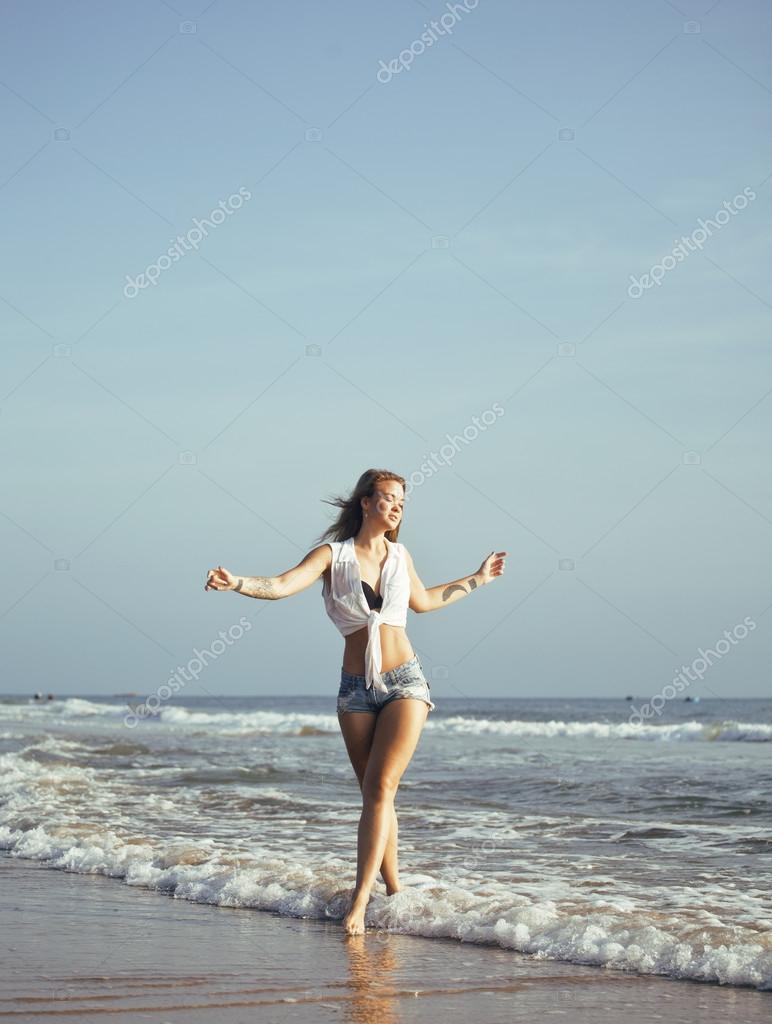 Шалавы ебутся фотки реальные девок на море начальница подчиненного сосет