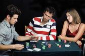 mladí lidé hrát poker offline turnaje, přátel strany koncepce