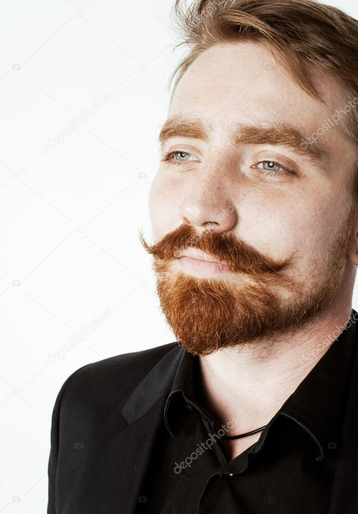 Cabello rojo barba