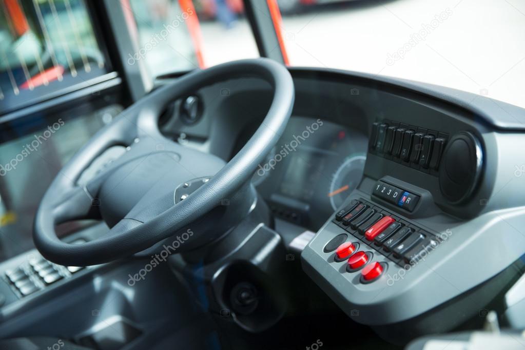 Dettaglio della cabina dell 39 autobus pullman foto stock for Prezzo plurwheel della cabina di rimowa