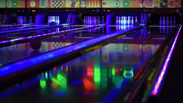 Tenpin bowling výstřel v noci