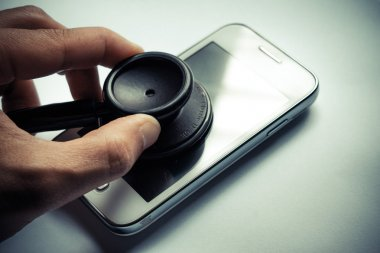 stethoscope to check smartphone system