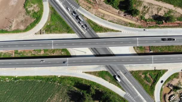 Magas látószögű kilátás festői táj autópálya, légi kilátás a vidéken, az utazási és közlekedési koncepció