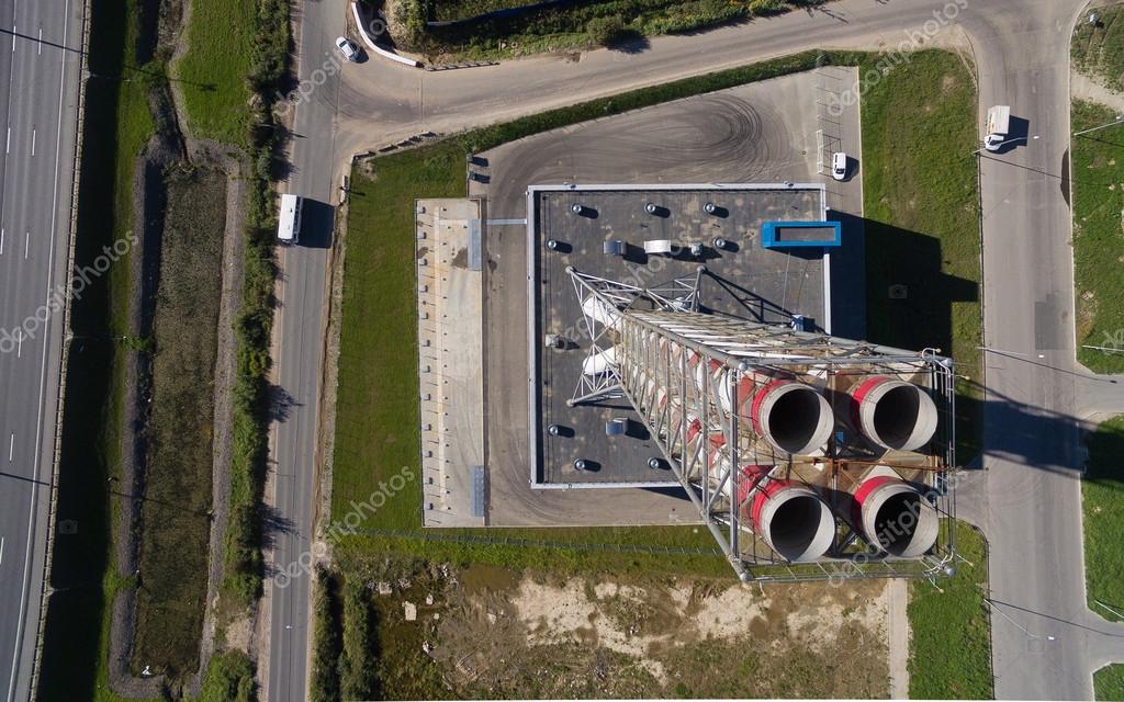 Luftbild der neuen modernen gas-Kessel-Haus in der Nähe der Straße ...