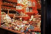 Fotografie Geschenke und Spielzeug auf Weihnachtsmarkt