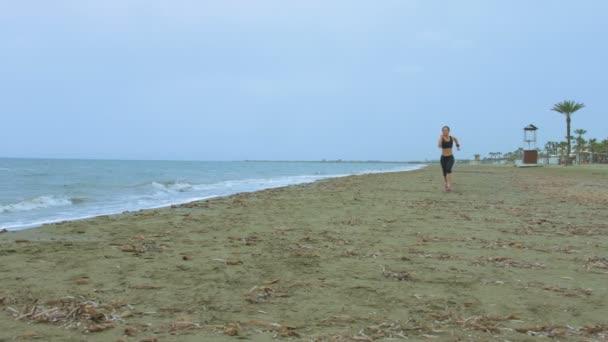 Спортсменки пляж видео, фото влюбленных межрасовых пар негритянок с белыми