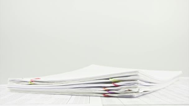 Zásobníku papíry na stůl časová prodleva
