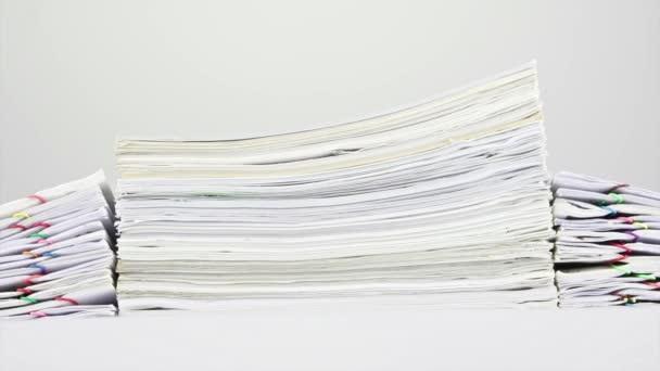 Zásobníku starých přetížení papíry na stůl časová prodleva