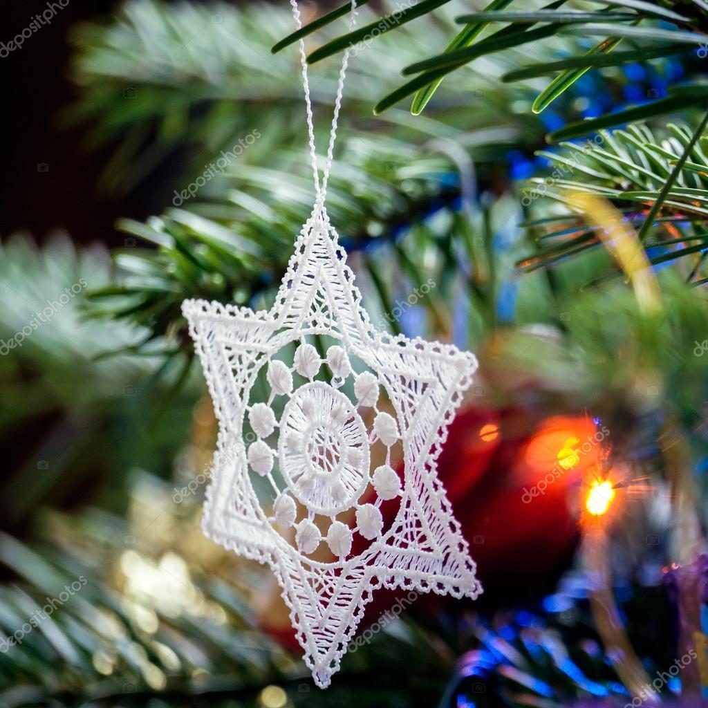 Stelle Alluncinetto Su Un Albero Di Natale Foto Stock Philbird