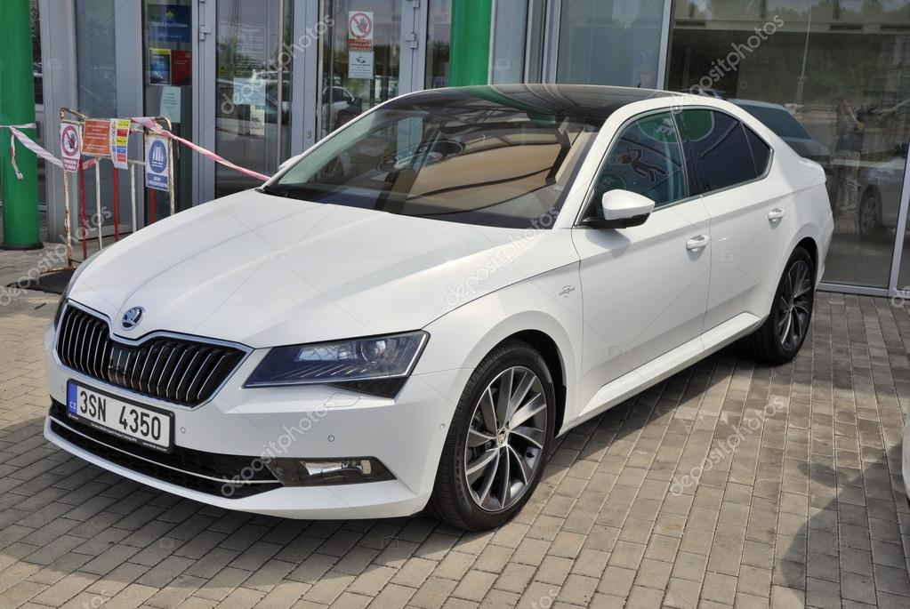 Skoda Superb in front of car store