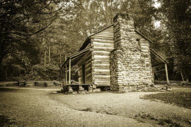 Settlers cabin on display in Americas Great Smoky Mountain National Park. Gatlinburg, Tennessee.. stock vector
