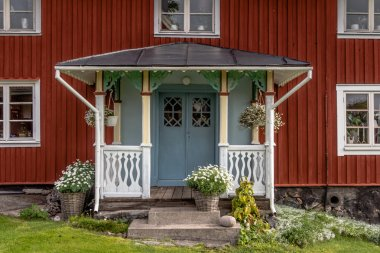 With flowers decorated facade Rof a ed cottage on the island Har