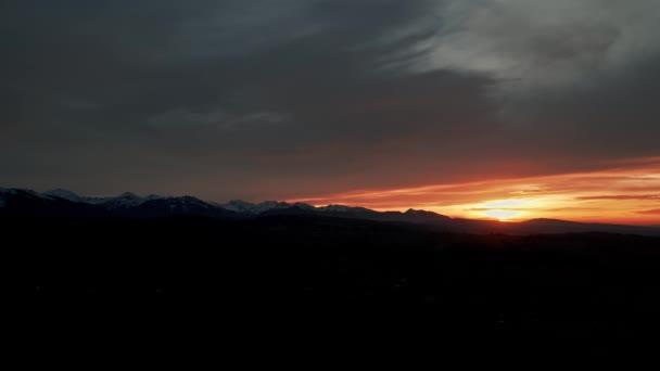 Letecká krajina západu slunce. Tatranské hory v Polsku