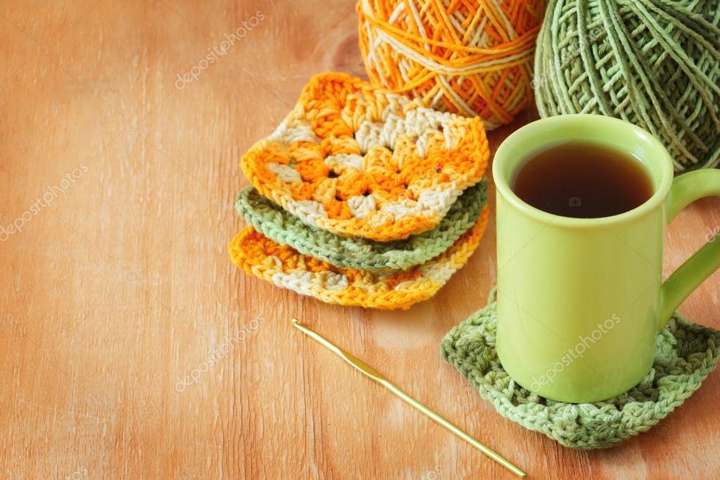 Handgefertigte bunte häkeln Oma Afghan quadratisch, Tasse Tee ...