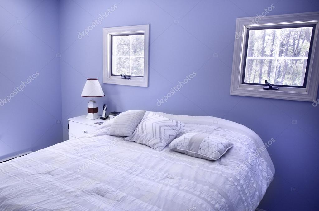 Slaapkamer Blauwe Muur : Slaapkamer met blauwe muren en ramen in wellfleet ma op cape cod
