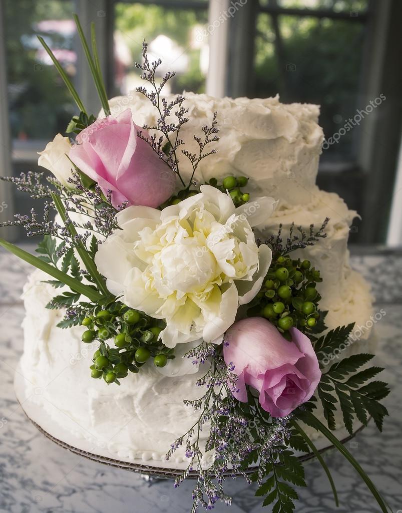 Hochzeitstorte Mit Bluten Stockfoto C Cindygoff 82179718