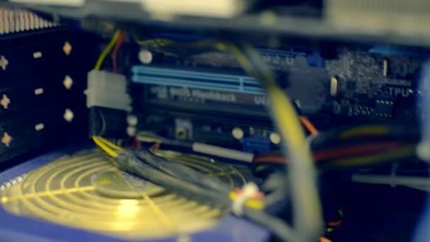 Smantellato un computer sistema funziona