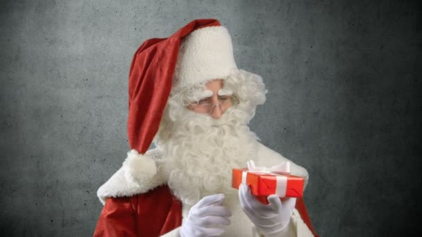 Santa Claus je zvědavý