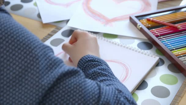 Girl painting a heart - Birthday - Mothers Day