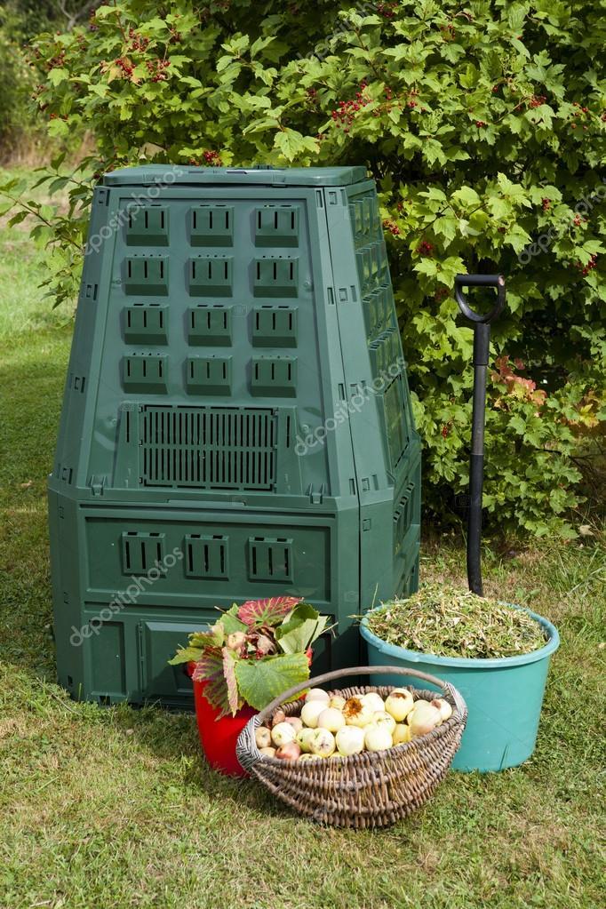 Bidone Del Compost In Un Giardino U2014 Foto Di Fotomem