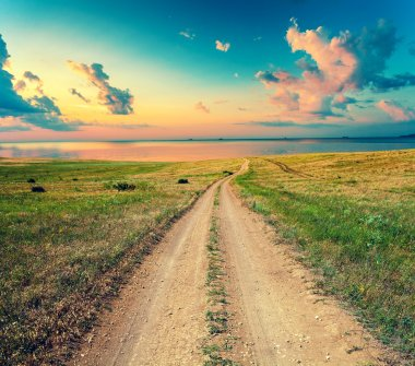 Dirt road to the sea