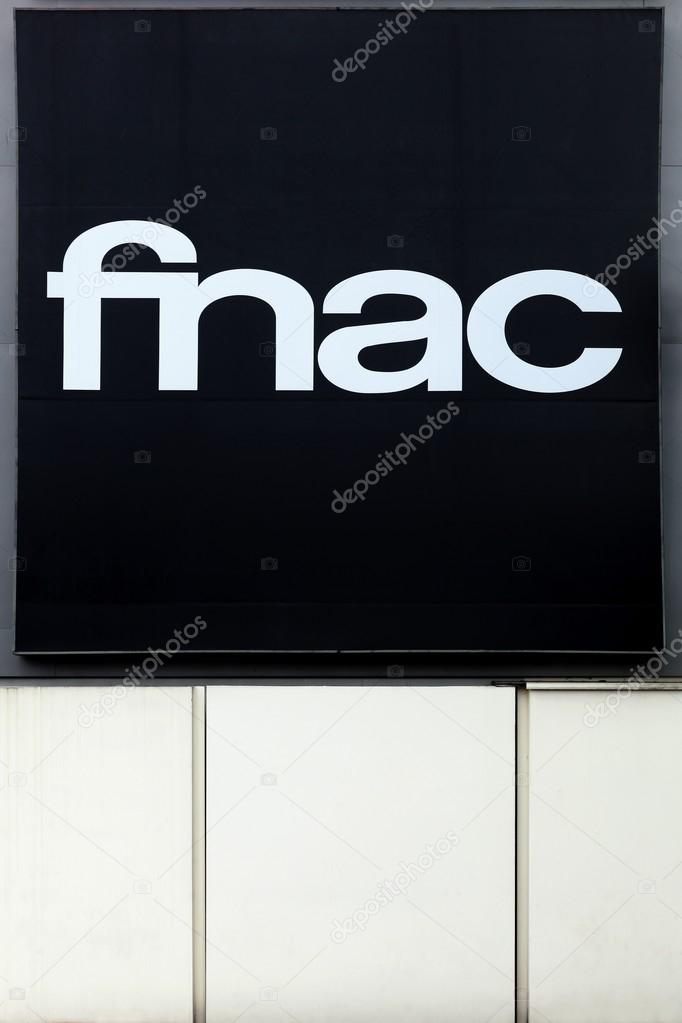 logo de la fnac sur un mur photo ditoriale ricochet69. Black Bedroom Furniture Sets. Home Design Ideas