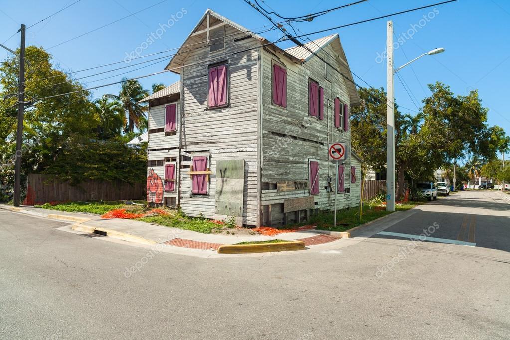 Key West, Florida EUA   2 De Março De 2015: Frame De Madeira Não  Restaurados Típica Arquitetura Casa Estilo No Bahama Village District De Key  West ...