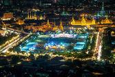 Letecký pohled na Wat Phra Kaew v noci, Bangkok, Thajsko. Bangko