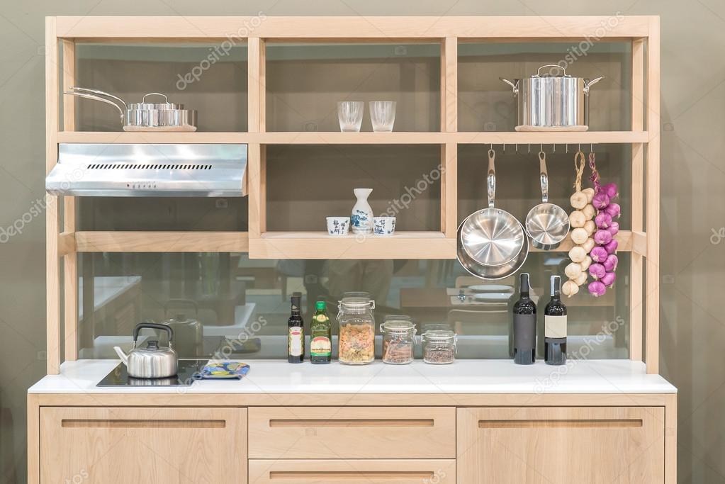 Nuova cucina moderna con stile mensola di legno — Foto Stock ...