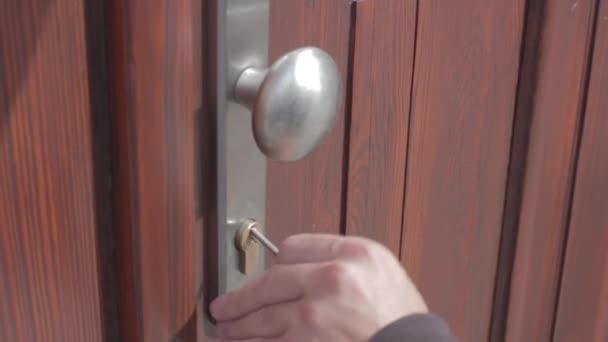 Otevírání a zavírání dveří