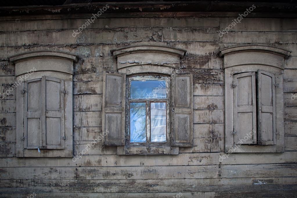 Tres ventanas de madera viejas. Ventana abierta en casa rural — Foto ...