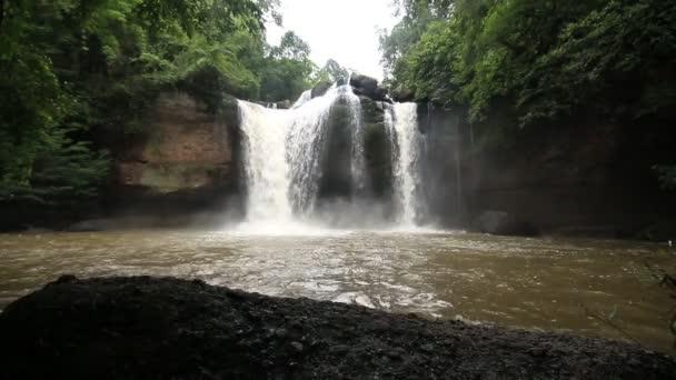 Haew Su Wat vodopád, národní park Khao Yai, Thajsko.