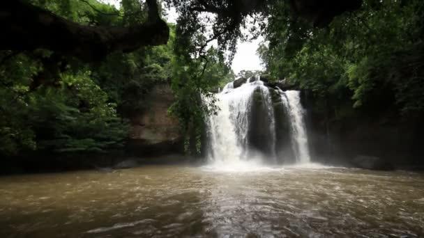 Vodopád sada kolekce sestřih, Haew Su Wat vodopád tropický prales, národní park Khao Yai, Thajsko