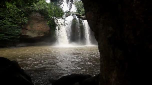 Wasserfall set Sammlung Montage, Haew Su Wat Wasserfall Tropenwald, Khao Yai Nationalpark, Thailand