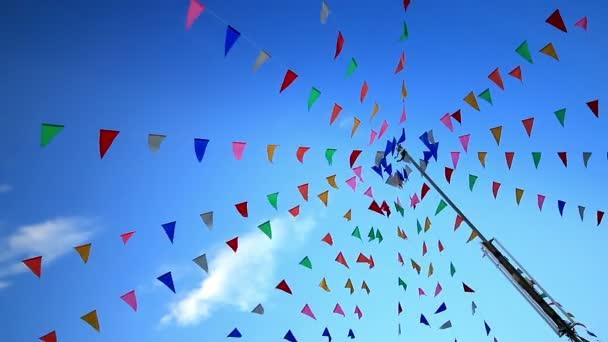 Fél zászlók a szélben