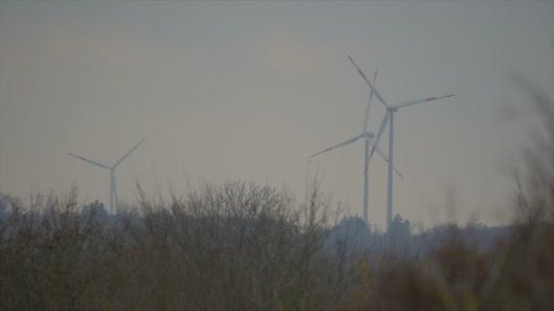 3 výkon Poláků, větrné mlýny, elektrárny