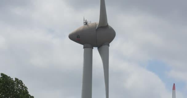 Turbina eolica nelle vicinanze