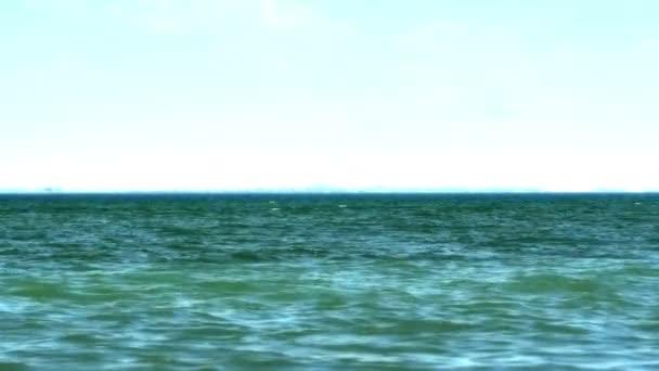 vlna otevřené moře 4k