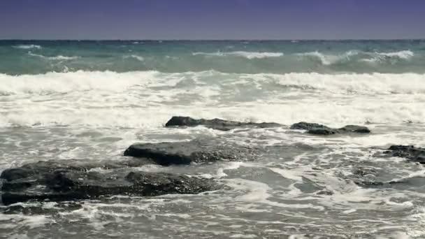 krásné vlny v beach v pomalém pohybu