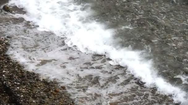 zpomalené vlny moře
