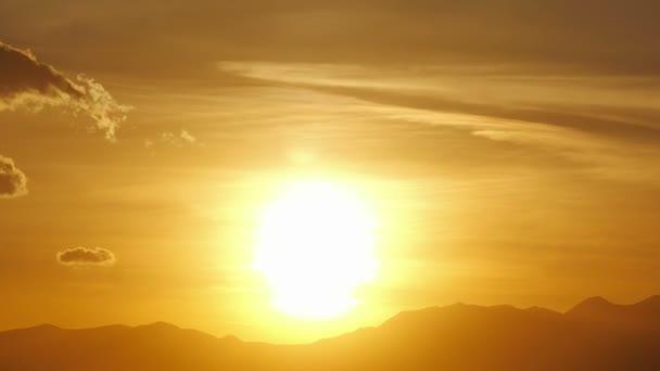 Zeitraffer bei Sonnenuntergang