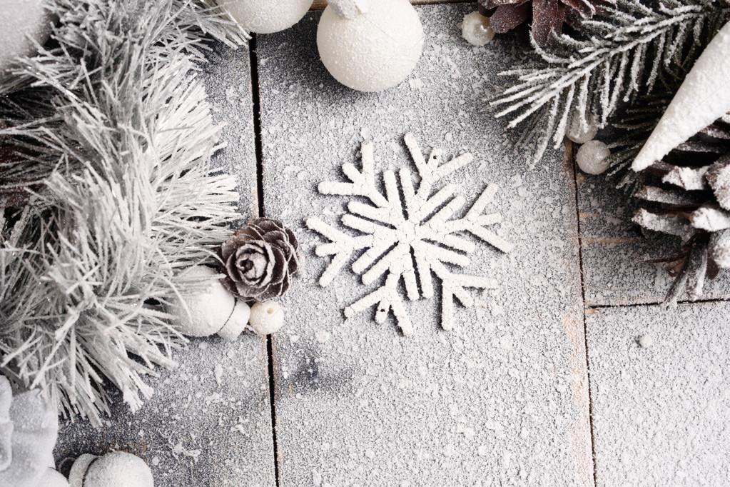 Nieve de Navidad de fondo en colores Pastel con un copo de nieve ...