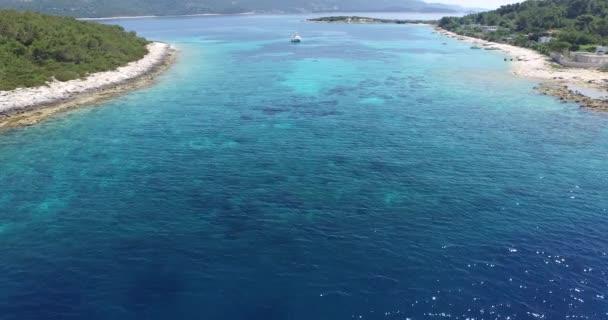 drone, letecké scény. ostrov v dalmatském pobřeží